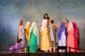 Jesus speaking to crowd