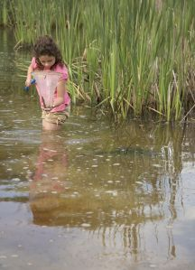 Child_in_lake