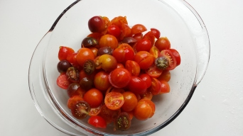 Sliced tomatoes from garden